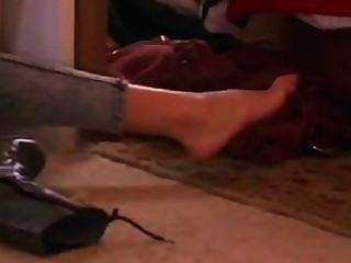 sexy gal Gadot ihre Füße in Socken zeigen