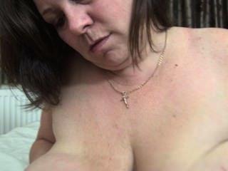 geil reifen ihre großen Brustwarzen lecken
