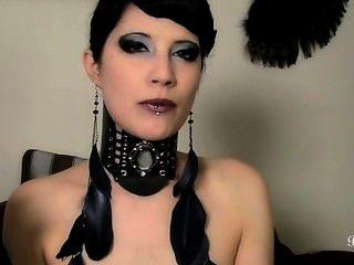 brookelynne Bruyère raucht eine Zigarre und ficken ihre Muschi mit einem Dildo