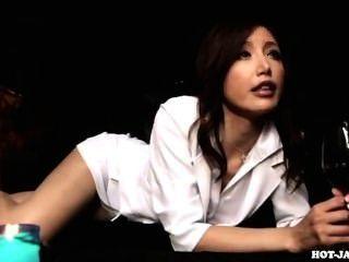 Japanische Mädchen angegriffen lüsternen reife Frau in kitchen.avi