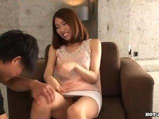 Japanische Mädchen bezaubern heiße jav Schwester sofa.avi