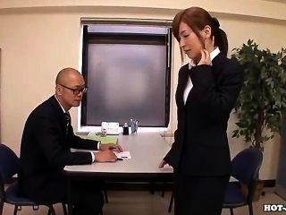 Japanische Mädchen masturbiert mit attraktiven Massage Mädchen bei hotel.avi