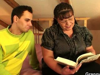 bookworm Hündin bekommt ihr Fett Snatch schlug