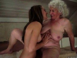 lesbischen Sex zwischen grannie und Jugendliche