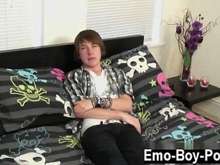 heißen Homosexuell nette neue emo guy devon beginnt seine Video uns ein wenig mit den Worten: