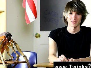 Homosexuell Hahn junge Casey Jones ist legal Jahre alt und neu in der Porno-Szene!