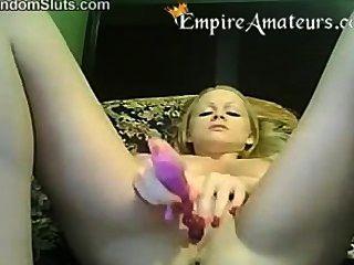hot blonde Masterbates auf cam