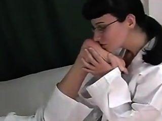Karate Mädchen Fuß Sniffing