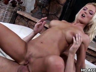 lusty blonde barbara Sommer nimmt eine anale Bohren
