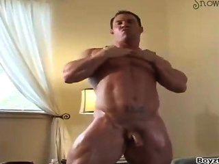 hot Bodybuilder nackt im Hotel