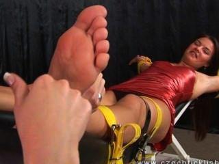 kitzeln w / lange Nägel gefoltert
