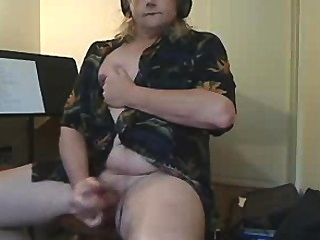 Transvestiten frisst ihre cum