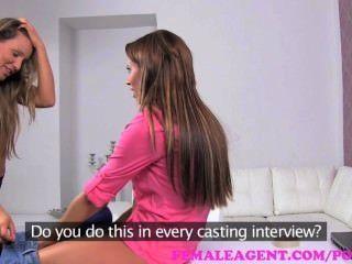 weiblicher Agent. bisexuell Schönheit in leidenschaftlich sinnlich Lesben Casting