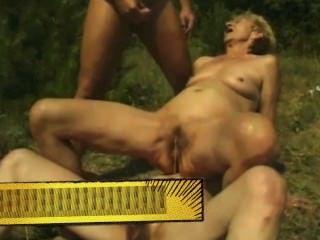 hässlich Omas im Freien von satyriasiss pissing