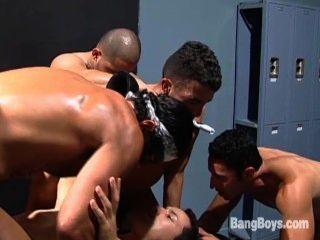 Bareback Verlies Orgie - Szene 2
