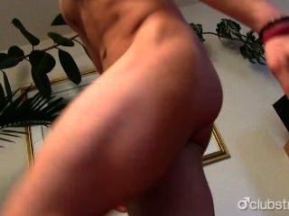 sexy gerade nikka seinen Schwanz masturbieren