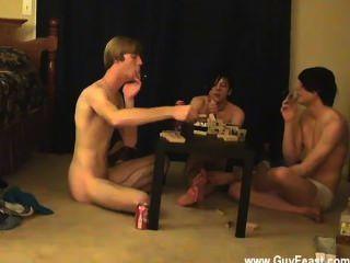 hardcore Homosexuell Spur und William bekommen zusammen mit ihrem neuen Freund Austin