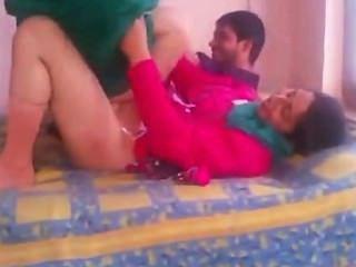 indian Amateur bhabhi Sex in shalwar Anzug Lift und hart gefickt