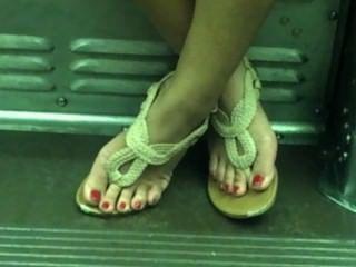 offen asiatischen sexy Füße auf Zug