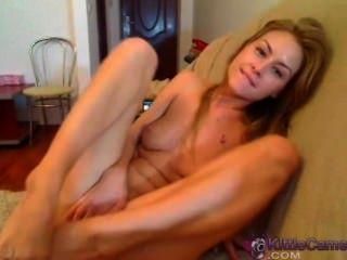 schöne Babe auf Webcam ihre hübschen Pussy fingern