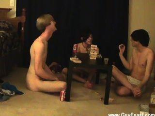 Video Spur twink und William erhalten zusammen mit ihren frischen Bekannten