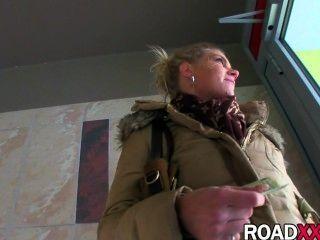blonde Mädchen gefickt von großen Schwanz