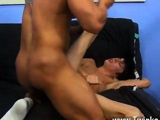 hot Homosexuell Sex kyler kann nur einen Dollar zwanzig soddening nass sein, aber er nimmt eine