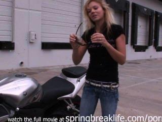 nackt Motorradfahrt