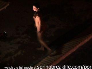 Mädchen gesprengt Nacktbaden