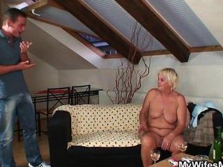 boozed Granny verführt in Gesetz ihr Sohn