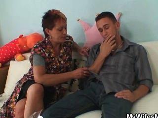 sie fängt ihn ficken Schwiegermutter