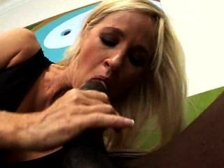total Tabitha - Hot Babe auf der Bowlingbahn