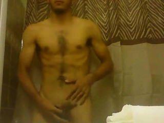 niedlich latino Junge abspritzt Triebe auf sich