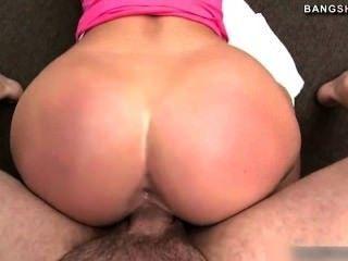 hot pornstar Jordan bekommt großen Schwanz in Muschi