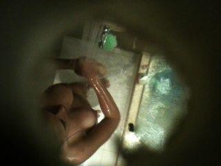 vollbusige arab Cousin in der Dusche