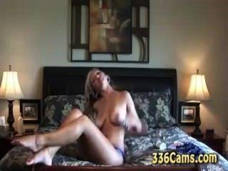 hot blonde Teen-Streifen und cums auf Webcam