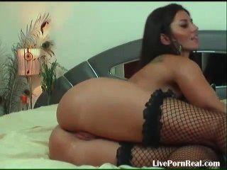 wunderschöne Brünette im Chat und mit ihrer Pussy (10) spielen