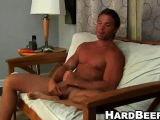 so kann er diese sexy cum Buff Stud seinen großen Schwanz weg ist Rucken