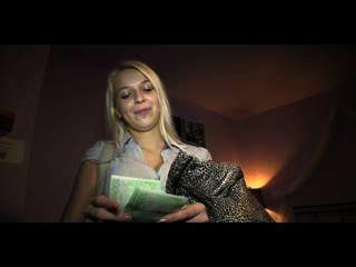publicagent hd Blondine wird in ihrem jungfräulichen weißen Unterwäsche gefickt