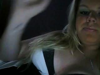 heiße Mädchen, das ein cig rauchen - Rauchen Fetisch nicht nackt