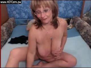 Live-Show sexy vollbusige Oma in den Gläsern auf Webcam
