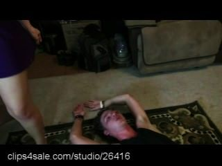 Mixed Wrestling-Action bei clips4sale.com