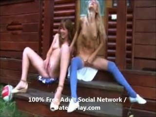 hot Teen Lesben mit ihren Muschis spielen