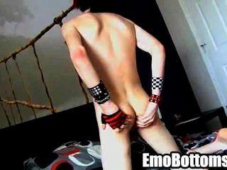geil emo Twink vayne Wahnsinn Zerren an seinem Schwanz