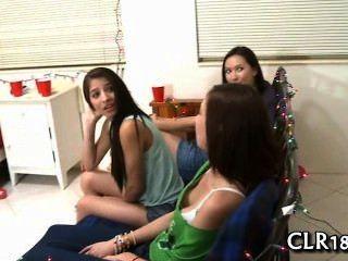 Diese hübschen Mädchen lieben lecken einander Fotzen