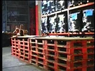 jennifer loca saugt drei Schwänze und bekommen ihren Arsch gefickt