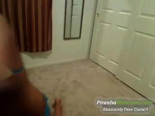 super heiß und petite 18yo Teen spielt mit sich selbst vor der Webcam