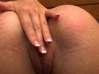 lucy zeigt Ihnen ihr Gaped Loch
