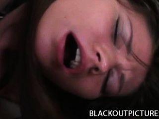 Lilou - wunderschöne Brünette mit einem langen schwarzen Schwanz gebohrt