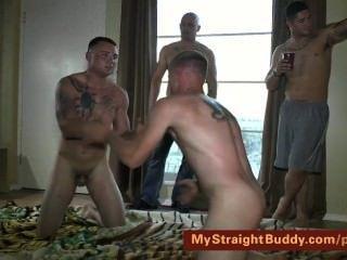 gerade marines ringen nackt